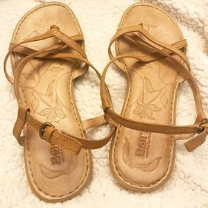 BORN Strappy Leather Sandals in caramel color Sz 8